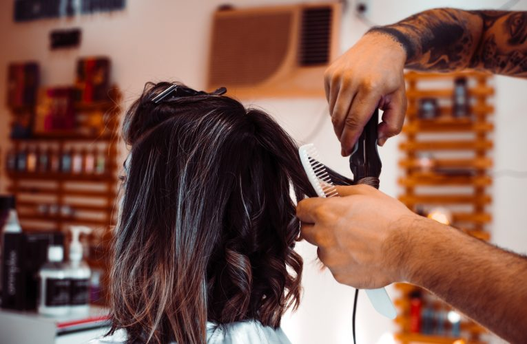 Find en god frisør i Frederiksværk